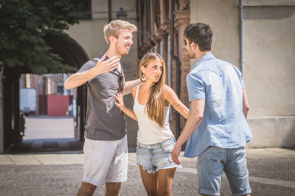 その友情本当かよ…彼女の男友達に嫉妬しないための超シンプルな方法