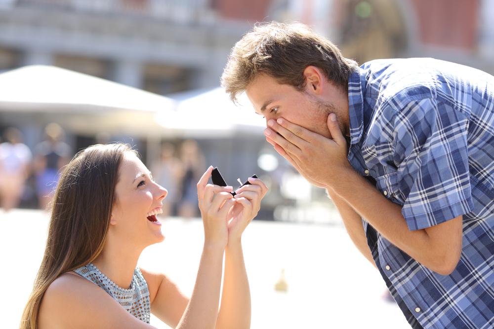 もしも彼女から逆プロポーズされたら…正解の反応は!?