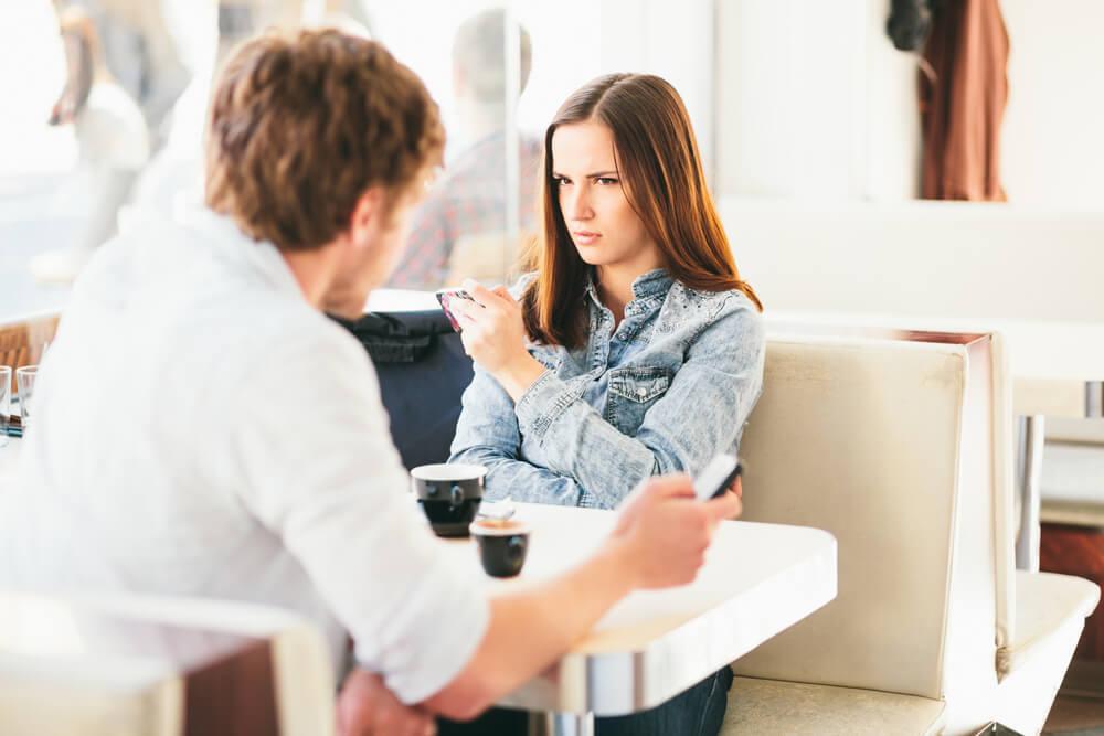 いつまでも彼女を怒らせる「ダメ彼氏」の特徴10個
