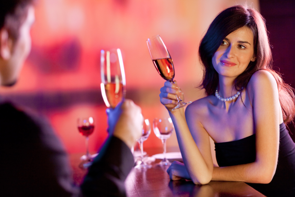 持ち帰れるかも♡お酒の場で女性が見せる脈あり態度