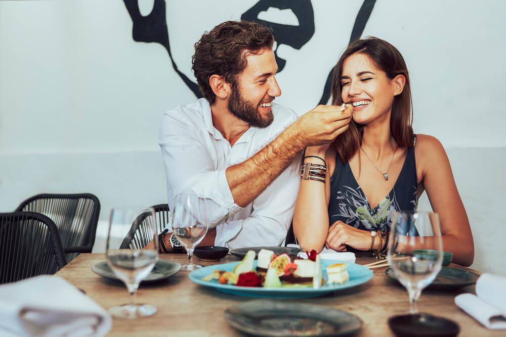 食事デートで見られている。あなたは結婚したい男性or今日でサヨナラ男?