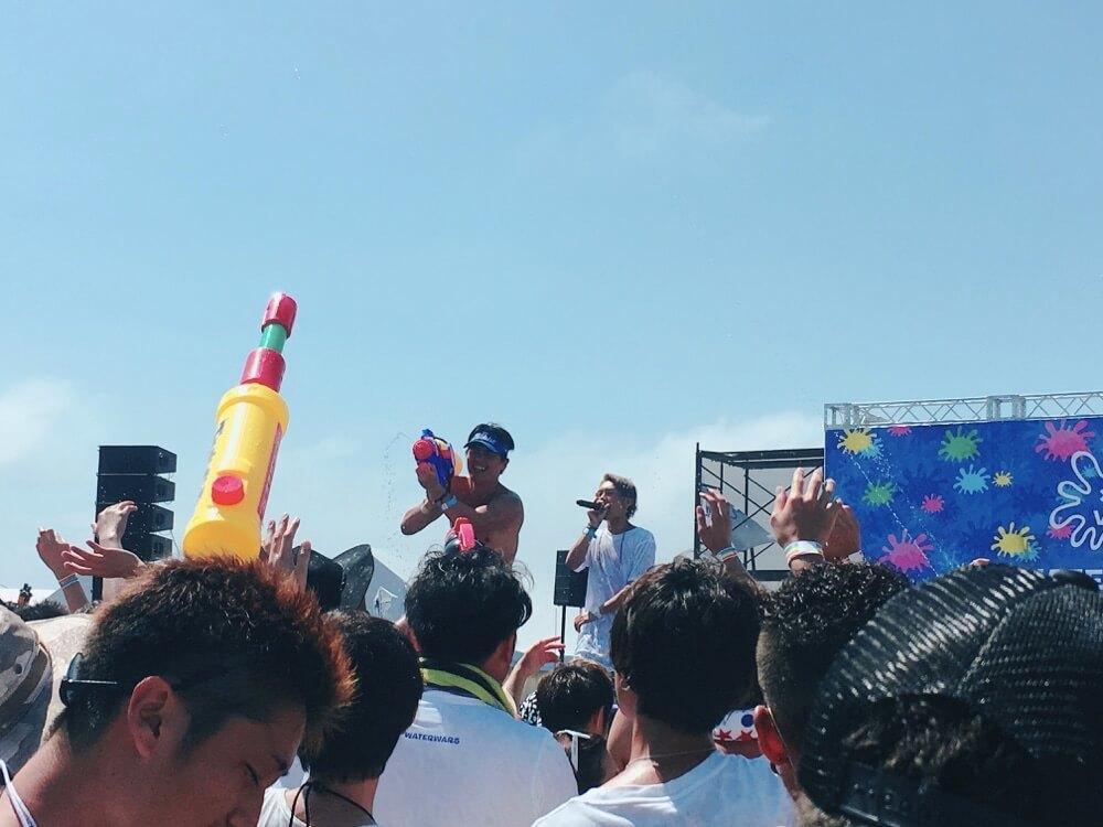 夏は海で出会う!江の島で初開催の水かけフェス『WATER WARS 2017』