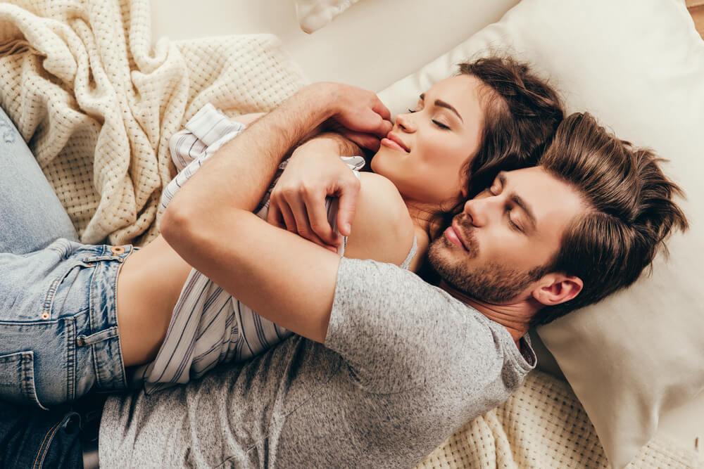 セックスの後どうやって女性に接してる?女性が求めるアフターセックス
