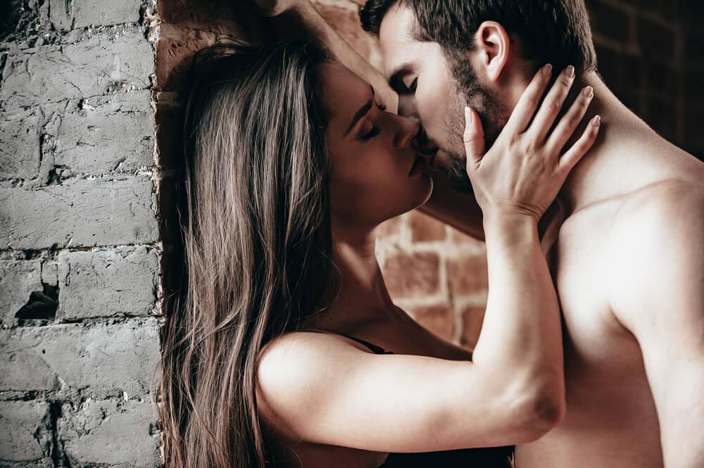 【完全主観解説】女性のキスの仕方で好きなセックスが分かる!?