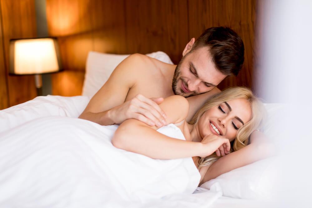 正常位よりもムードたっぷり。側位セックスでかなえる最高の夜