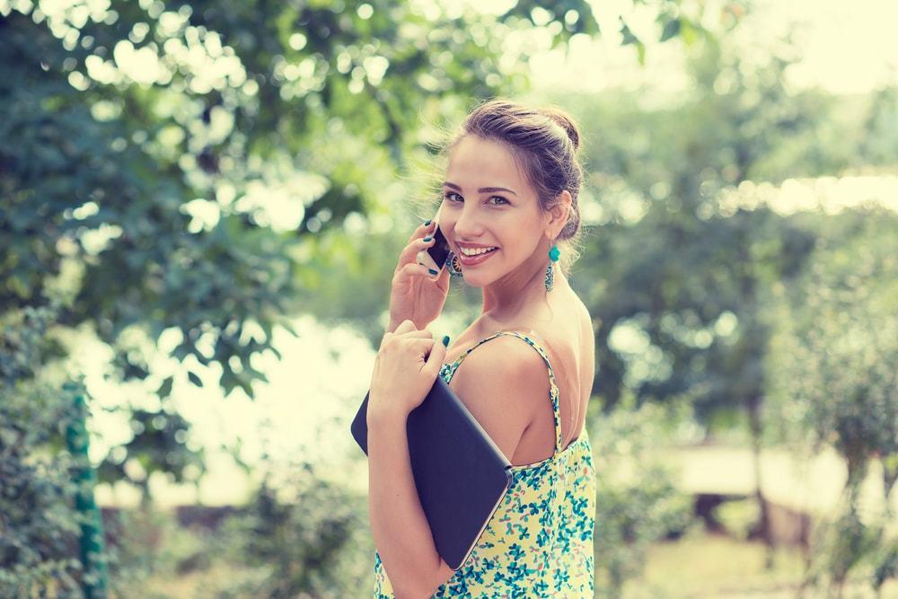 好きな人と電話♡時間帯や頻度、話題など上手くいくためのアドバイス