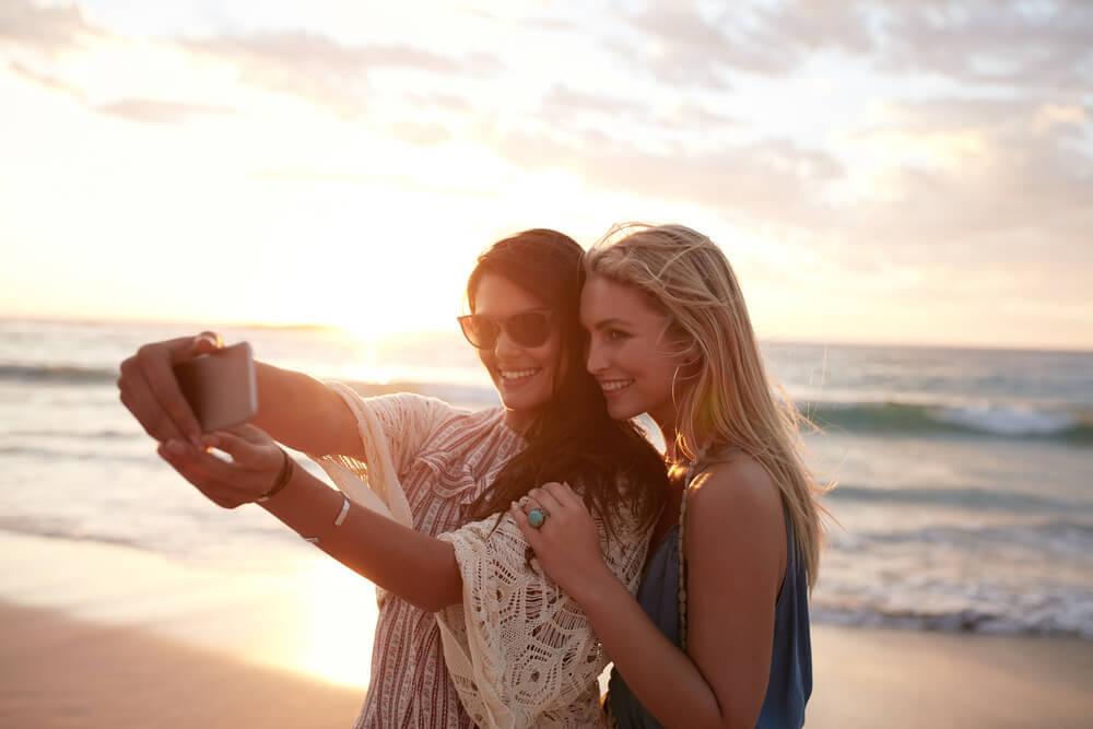 【女子のキモチを知る講座】自撮りをする女子の心理とは