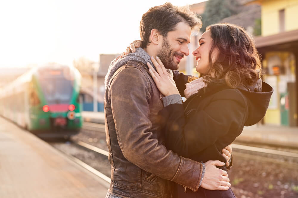 絶対彼女を手放したくない人へ。遠距離恋愛をうまく続けるコツ