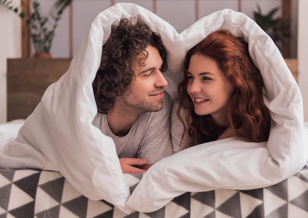 仲良しカップルはしている♡ラブラブでいるためのベッドでの習慣