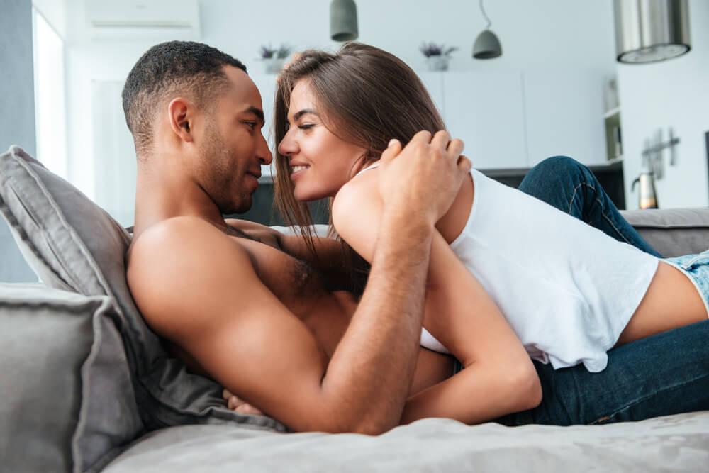 マンネリ気味のカップル向け!家にあるものでできるセックスの工夫