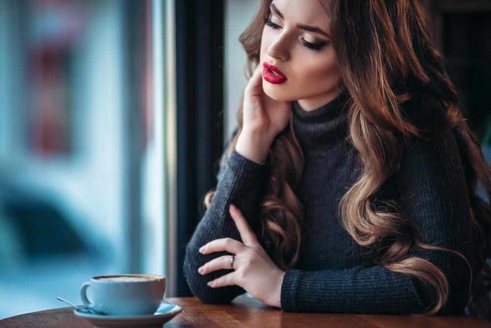 ただの愛想なのにうざすぎ…男性が脈ありと勘違いしやすい女性の行動